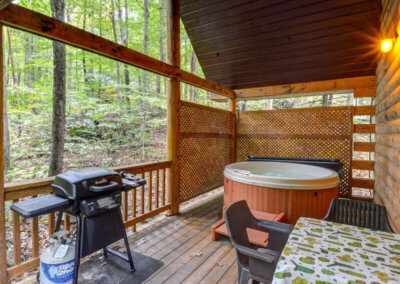 Caleb Cabin Deck and Hot Tub
