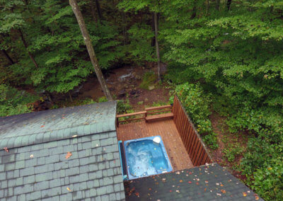 Black Bear Cabin - Property and Hot Tub