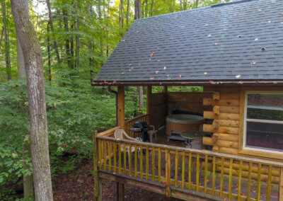 Bobcat Cabin - Deck and Hot Tub