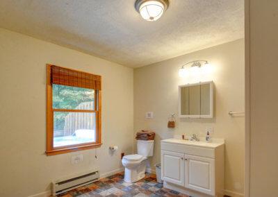 Cougar Cabin - Bathroom