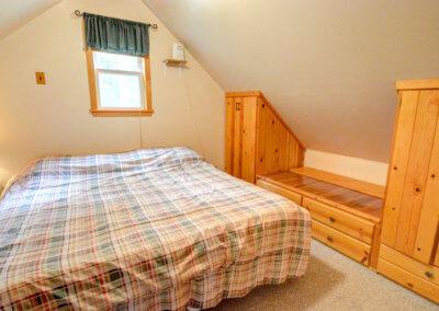 Cougar Cabin - Bedroom