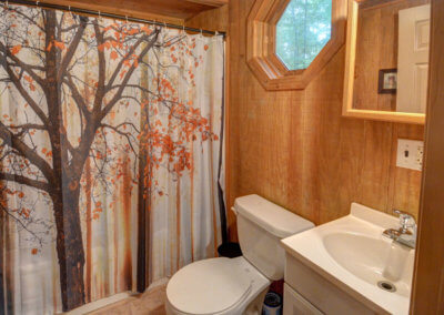 Maple Tree - Bathroom