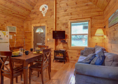 Mountaineer Cabin - Living and Dining