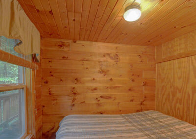Shawnee Cabin - Bedroom