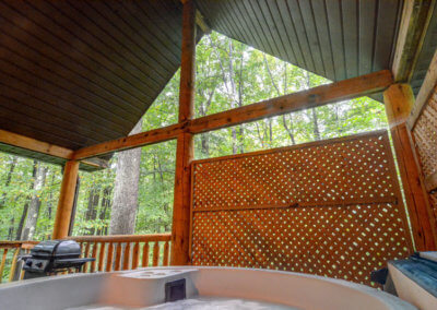 Shawnee Cabin - Hot Tub and Deck