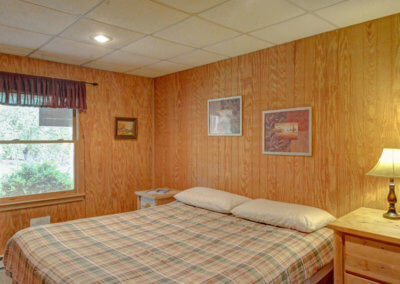 White Tail Cabin - Bedroom